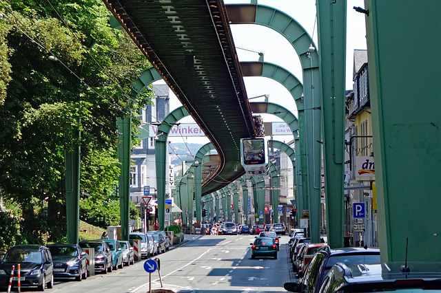Wuppertal-metropolitana-sospesa