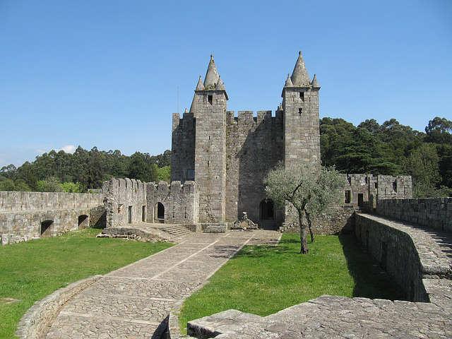 castello-santamaria-da-feiras-portogallo